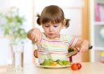 Cum il convingi pe cel mic sa manance alimente sanatoase?
