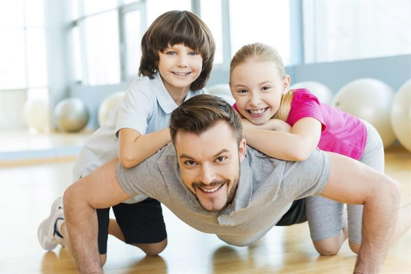 dezvoltare socio-emotionala la copiii mici