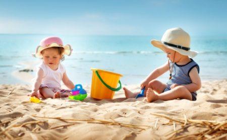 cateva jucarii pentru plaja de care micutul tau are nevoie