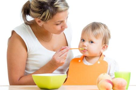 Ghindoc.ro recomanda diversificarea la bebelusi de la 6 luni! Afla de ce