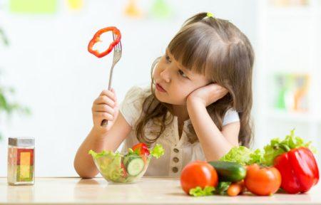 10 trucuri prin care iti faci copilul sa nu mai fie mofturos la mancare