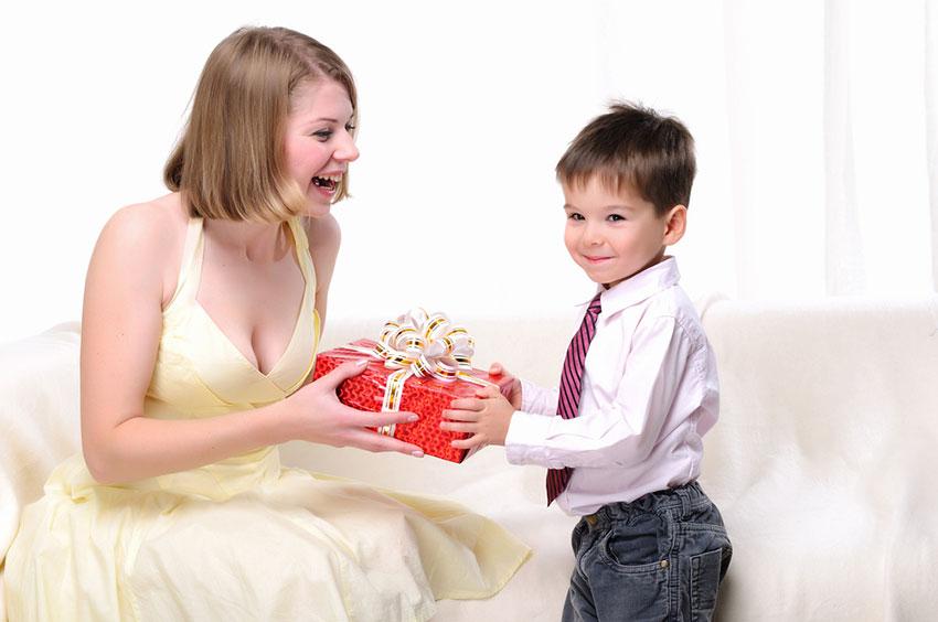 9 reguli ale bunelor maniere pentru copii pe care micutul tau trebuie sa le cunoasca