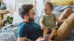Legea pentru parintii care stau acasa cu copiii lor – Cati bani primesti?