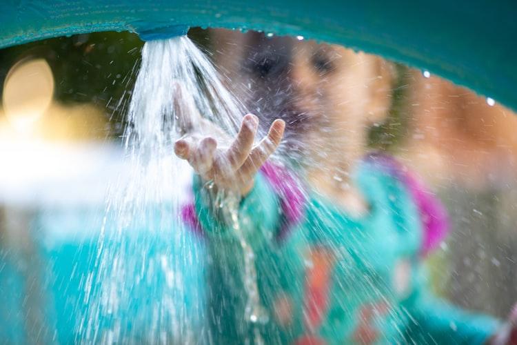 Tobogan gonflabil cu apa