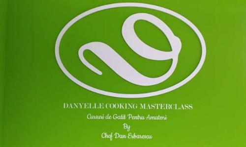 Danyelle Cooking logo