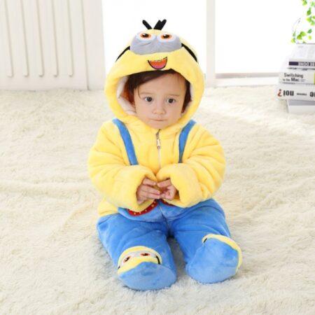 Achizitioneaza un combinezon bebe in raport cu dimensiunile micutului tau.