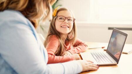 Cele mai mari dezavantaje pe care le aduce scoala online in Romania.